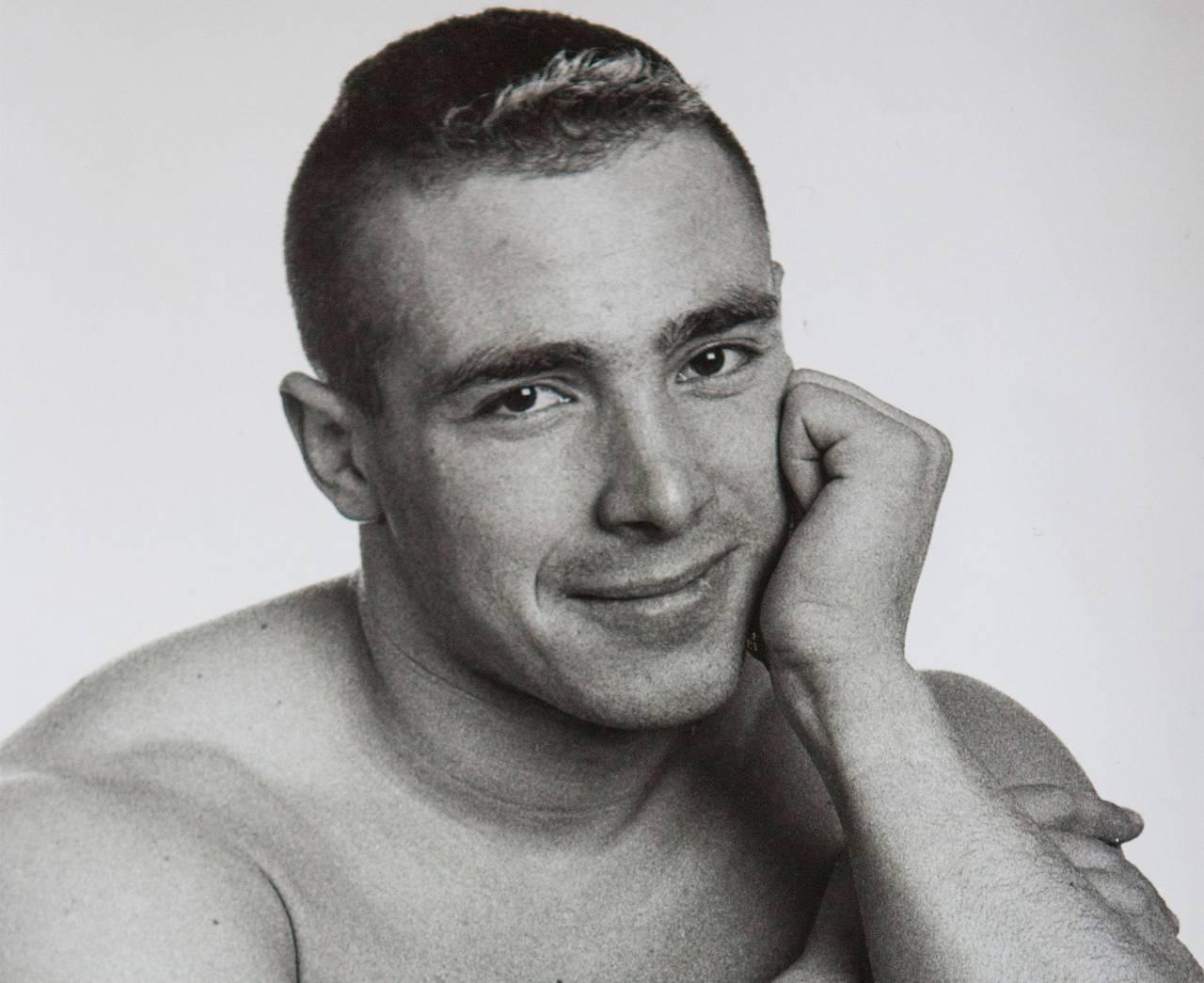 Ett svartvitt foto på Sachas son David som bara blev 34 år.
