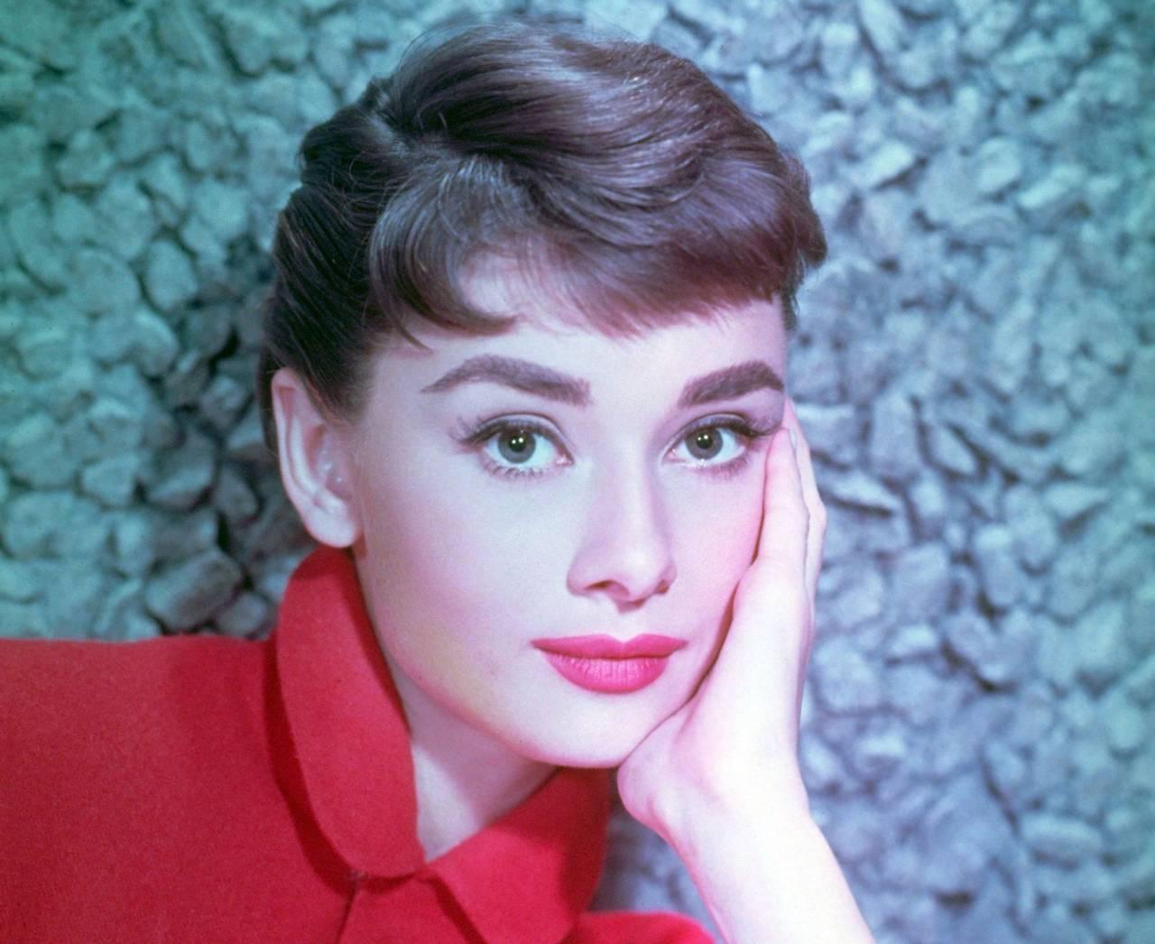 Audrey Hepburn kortklippt i mitten av 1950-talet.