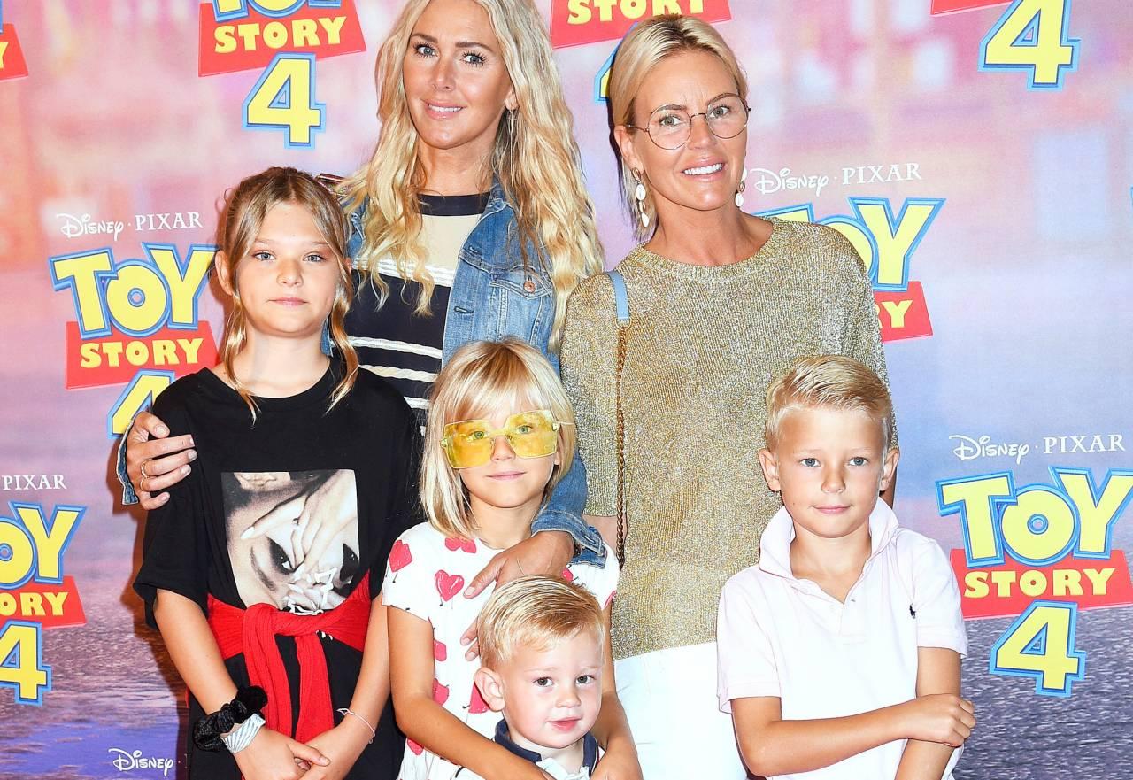 Systrarna Hannah Graaf och Magdalena Graaf med barnen Vida, Liv, Tristan och Louie på premiären av Toy Story 4.