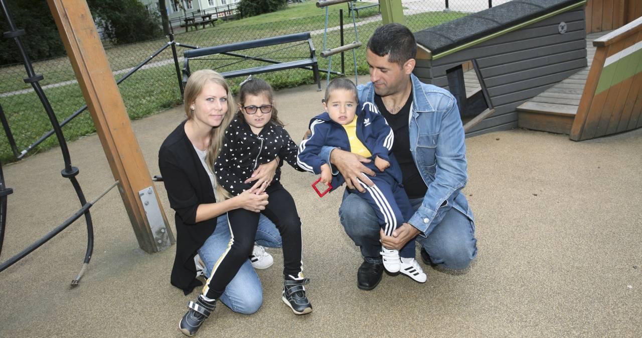 Tina och Sami Sandberg med sina två barn, Jasmin och Josef, och båda har Cohens syndrom.