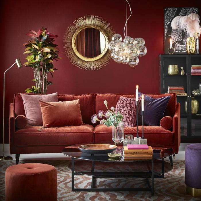 Vardagsrum med sammetssoffa, från Mio