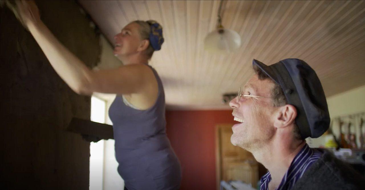 Marie och Gustav Mandelmann renoverar köket med komocka.