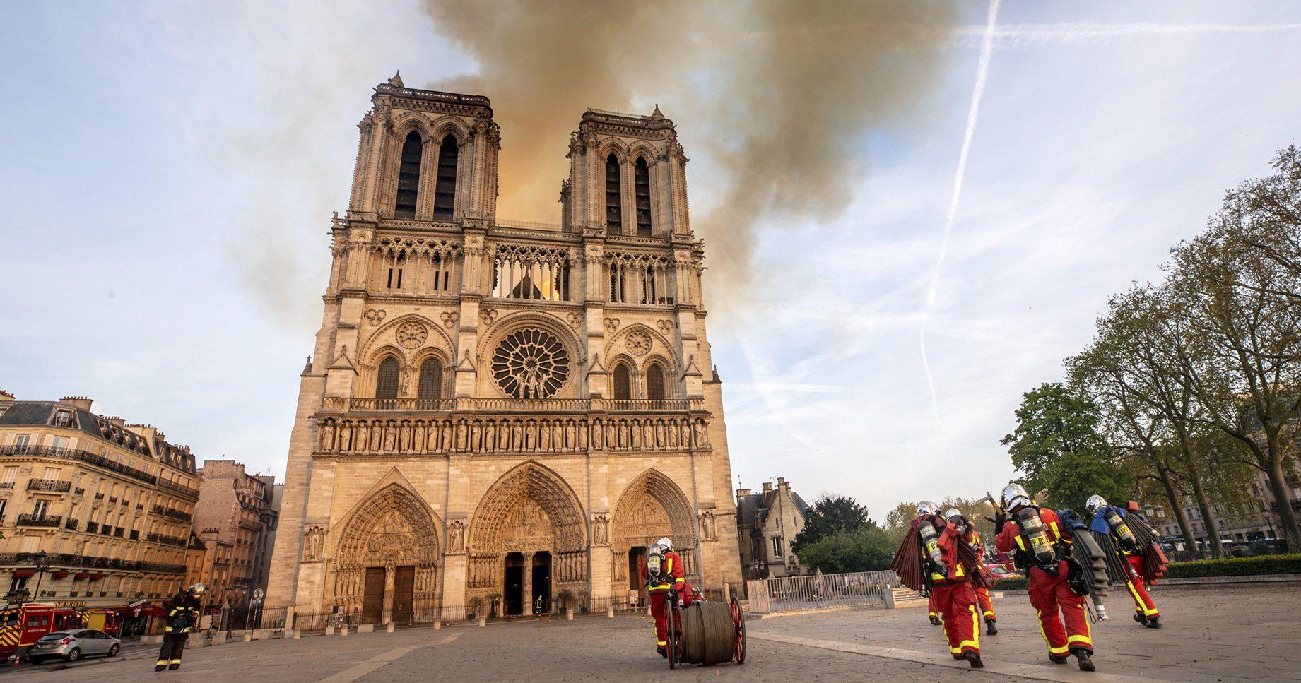 Brand i franska Notre-dame