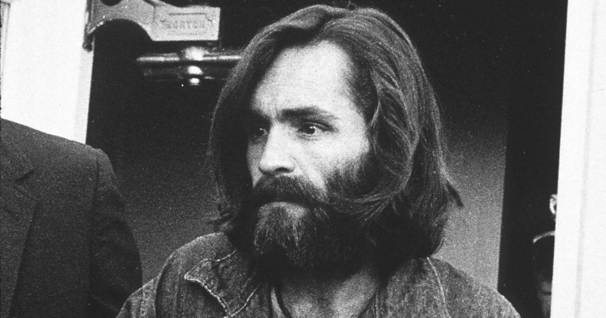 Charles Manson på väg till rättegång