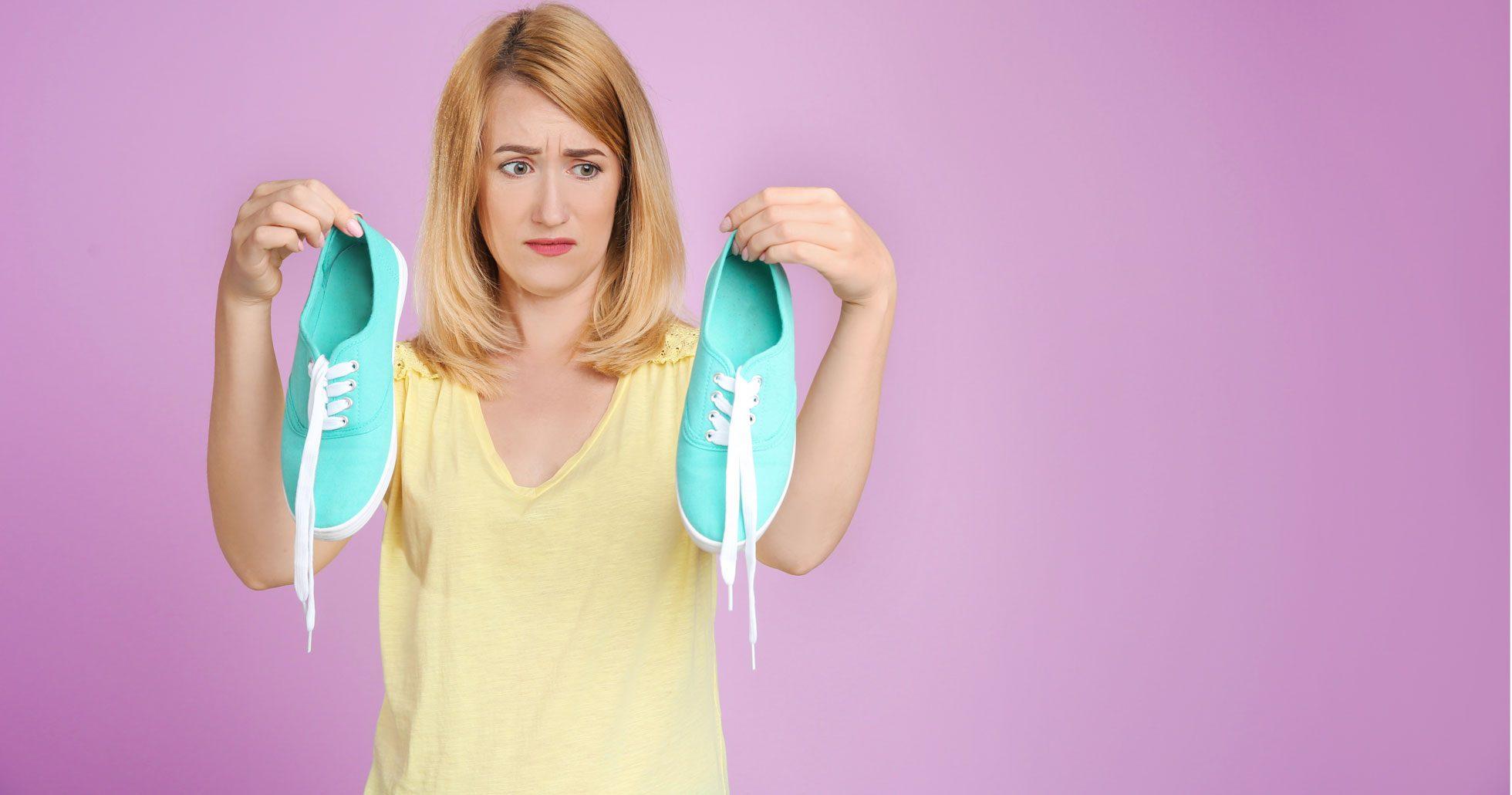 Så enkelt blir du av med dålig lukt i skorna!
