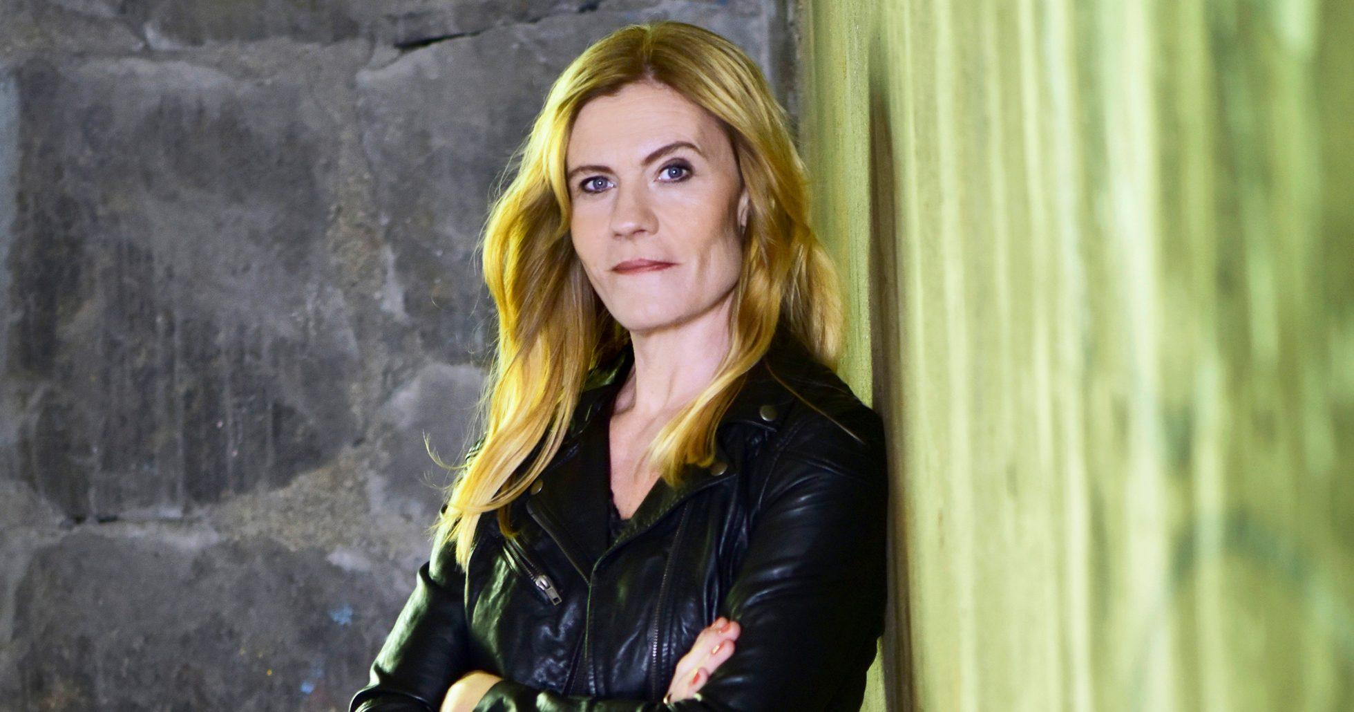 Tina Frennstedt skriver romaner baserade på verkliga fall
