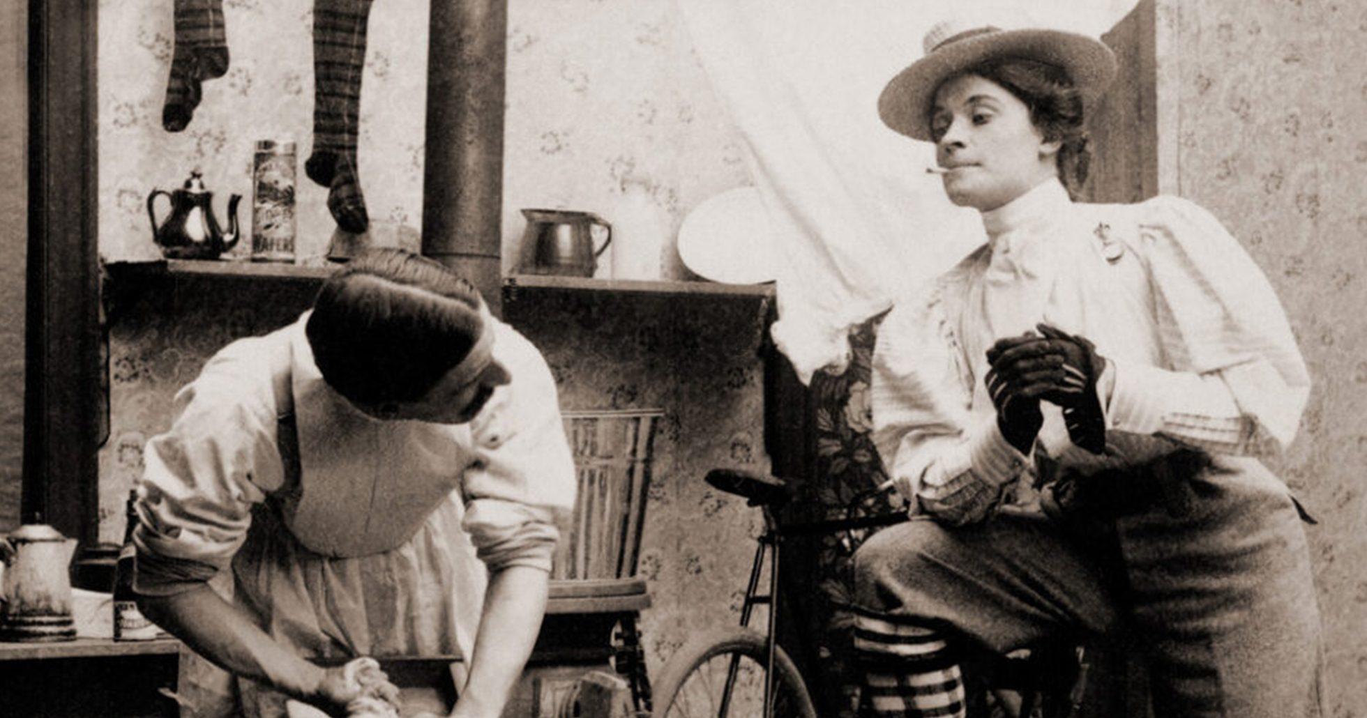 Kvinna och man i ombytta könsroller
