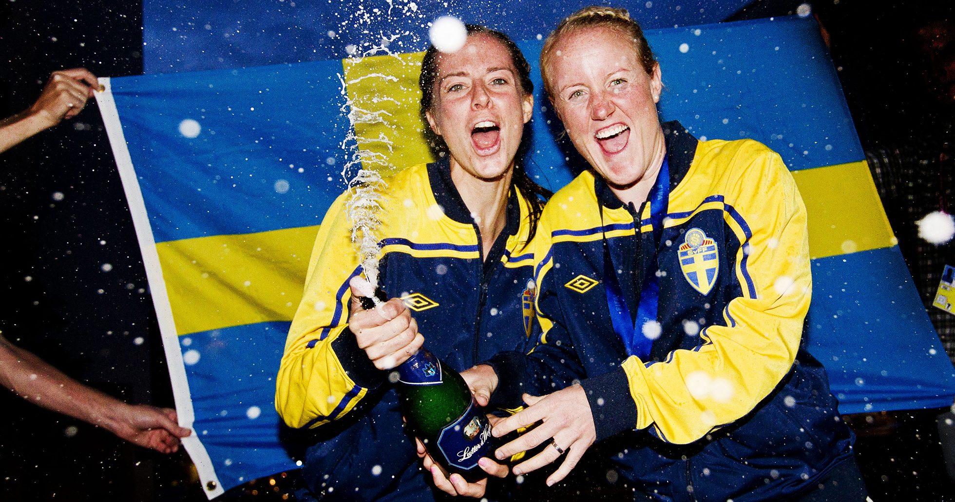 Fotbolls landslaget firar efter bronset 2011