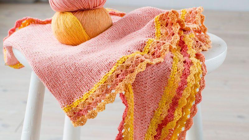 Stickad sjal med virkad kant – enkel beskrivning  8ee35e081f678