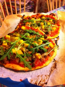Pizza med färs och mango