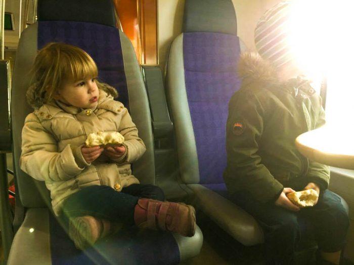 """Stilstudie Åka tåg 1. """"Jag ser ljuset, Lillasyster, jag ser ljuset"""""""