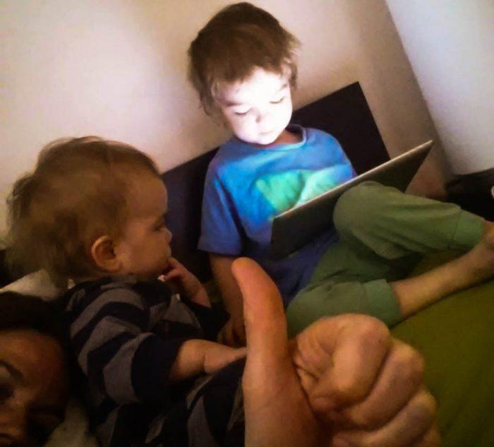 Underbara teknik, underbara barn som lär sig ny teknik på två sekunder, underbara vila som ges den förälder som får ligga i dvala ackompanjerad av glättig barnmusik.