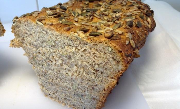bröd med solrosfrön och pumpakärnor