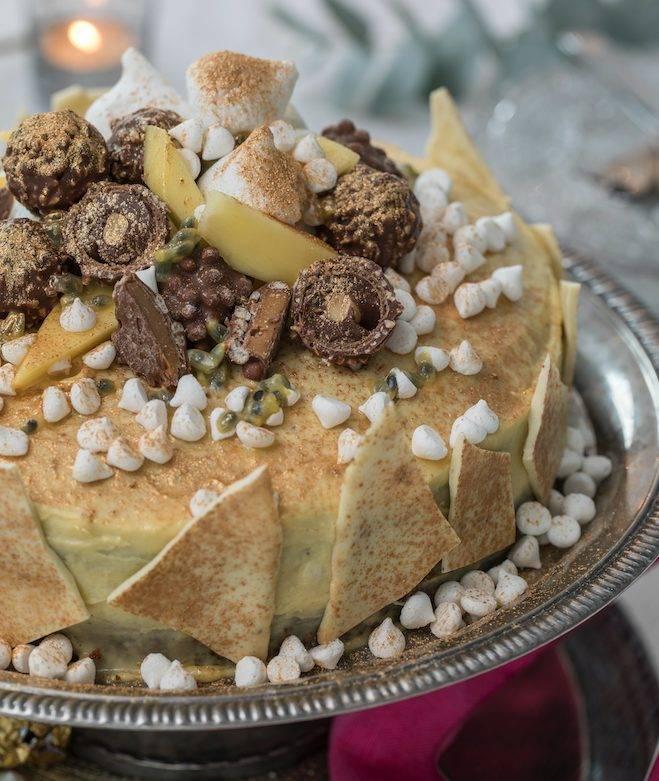 """Var lite """"wild & crazy"""" när du dekorerar din tårta. Blanda hej vilt av diverse favoritchoklad."""