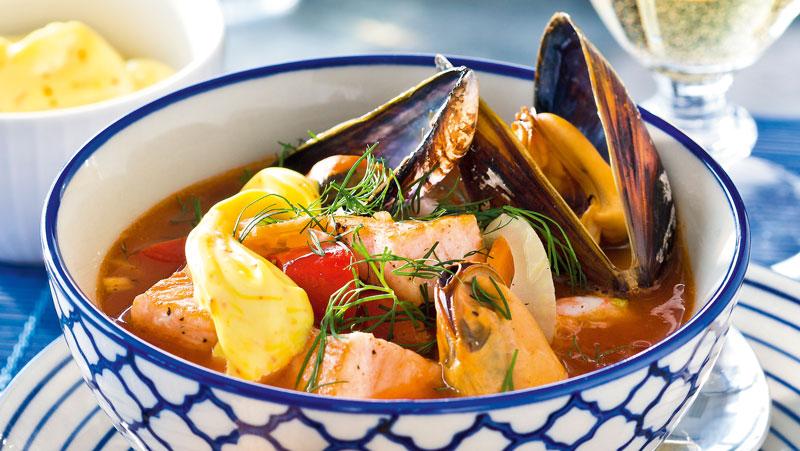 Fisksoppa med lax och räkor