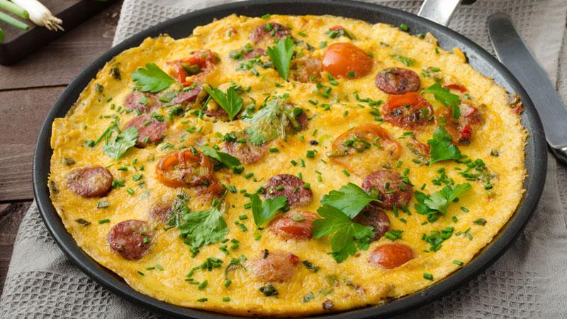 omelett med korv och ost