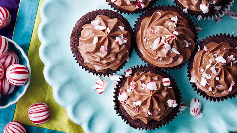 Cupcakes med choklad och polkagrisar