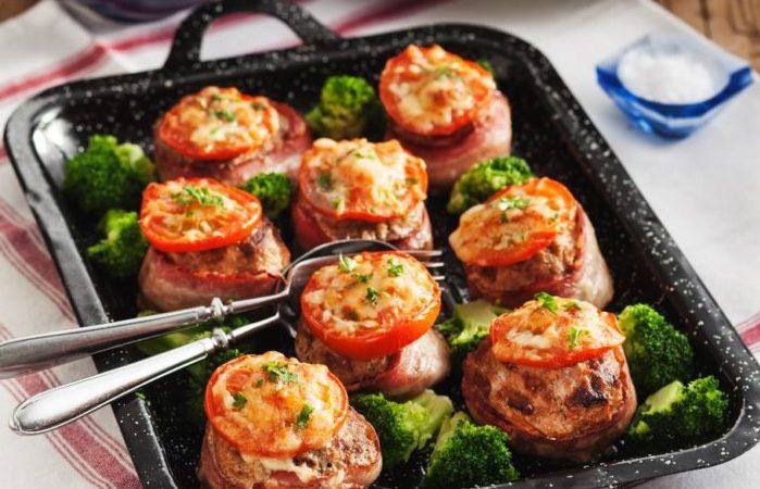 köttfärsbiffar med bacon och ost