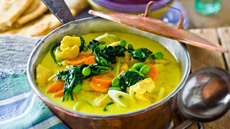 Indisk kycklinggryta med curry och sojabönor recept