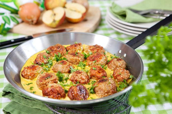 Kycklingköttbullar med currysås