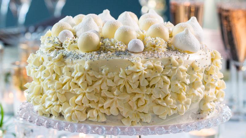 Festlig tårta med lime och vit choklad