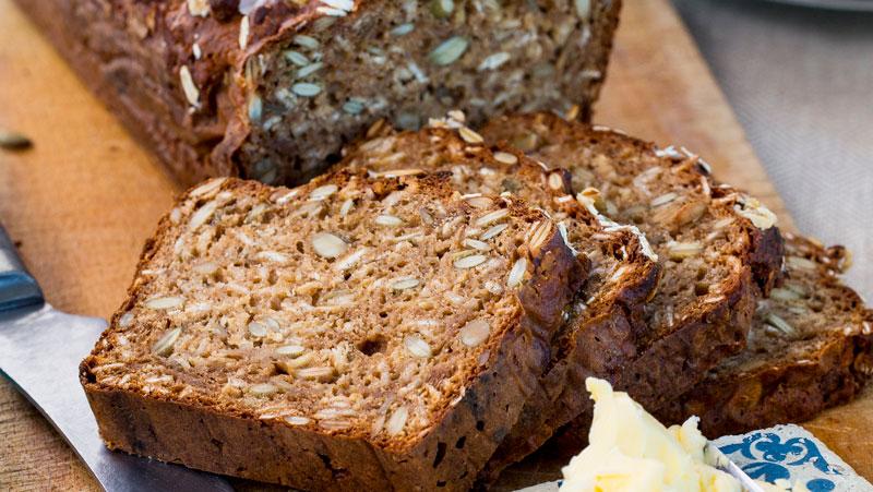 Bröd med gräddfil och pumpafrö
