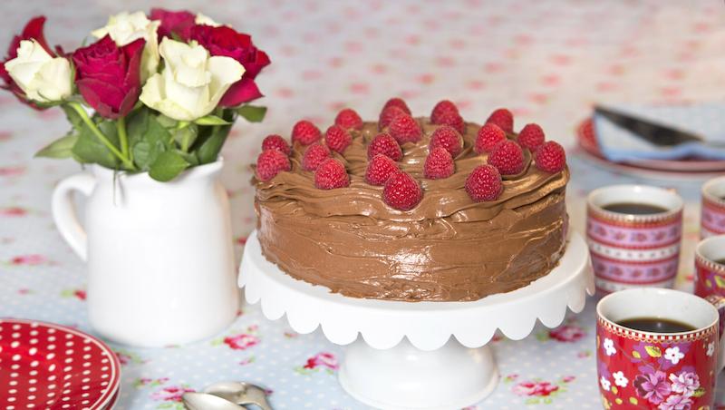 Kalasgod nutellatårta toppad med färska hallon