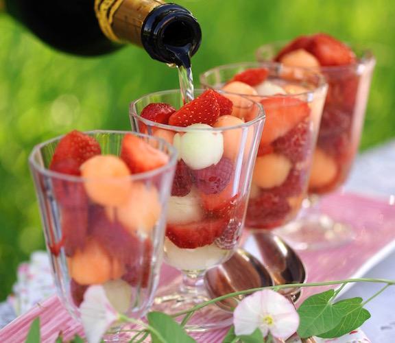 Frukt och bär i bubbel