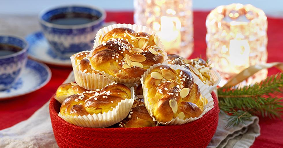 Ett måste till fikastunden – lyxiga saffransbullar med mandelmassa och smör i fyllningen!