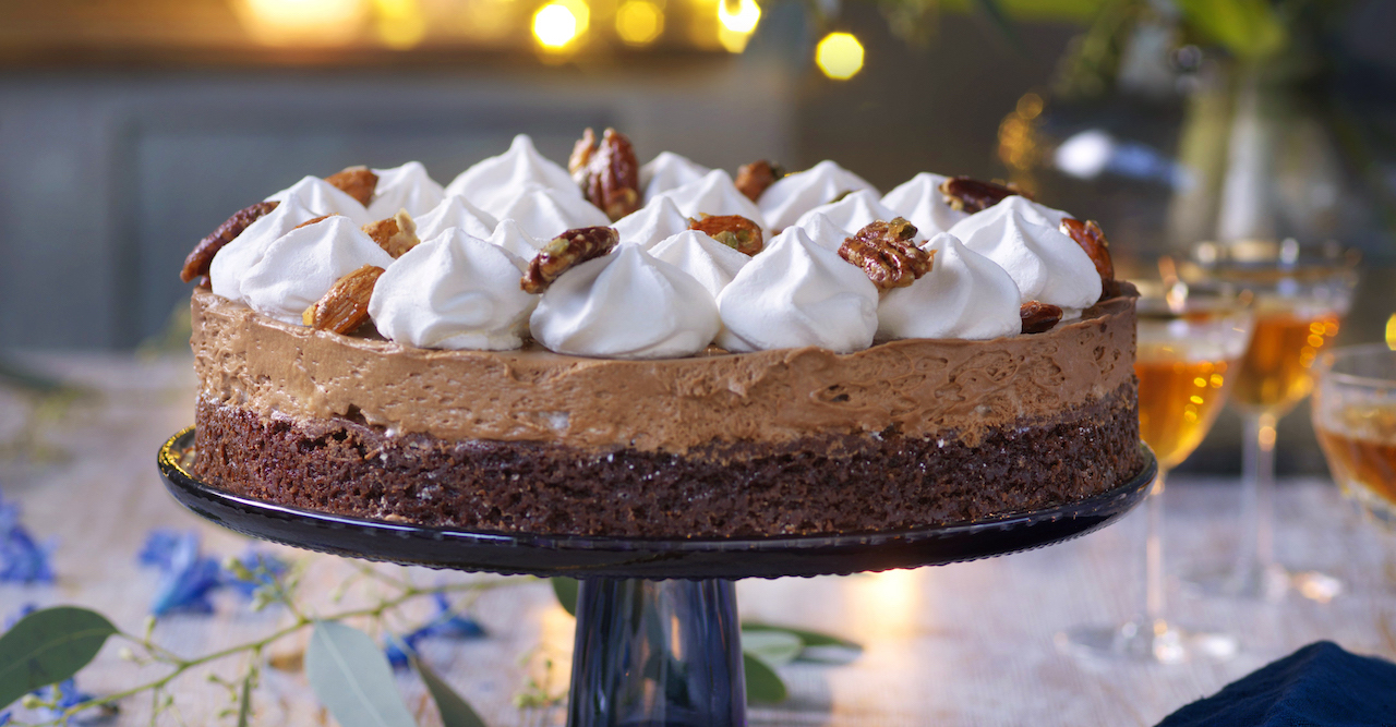 Chokladmossetårta med maräng och mandel