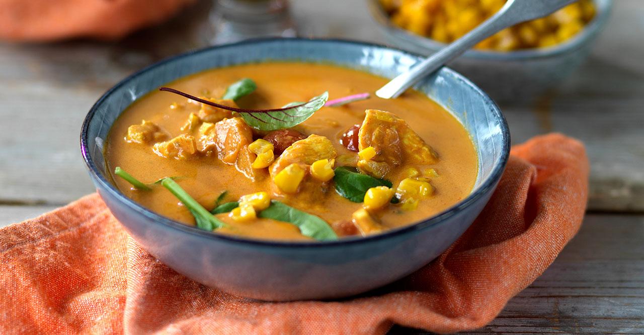 Currydoftande kycklingsoppa med rostad majs
