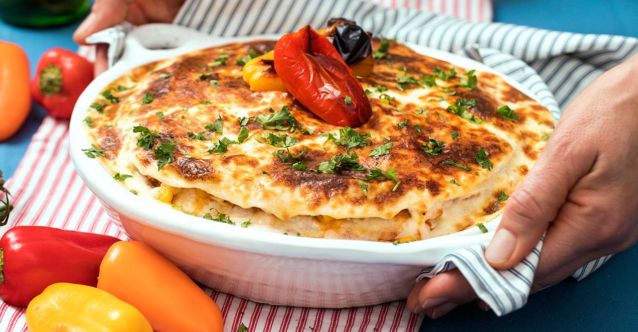 Tortillalasagne med grillad kyckling och smält ost