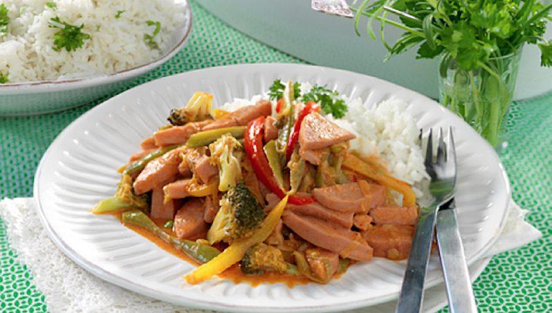 Falukorvsgryta med curry och chili
