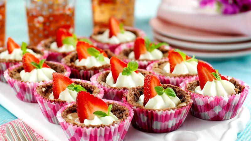 Kladdkakemuffins med jordgubbar recept
