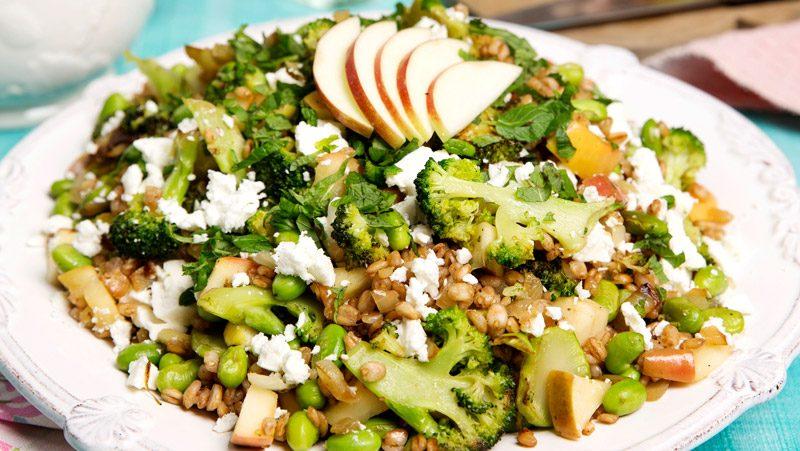 Matvetesallad med broccoli och fetaost