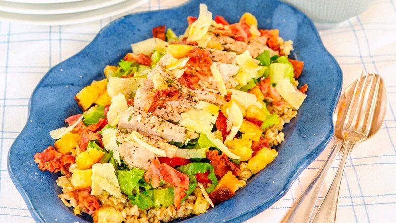Caesarsallad med kyckling och bacon recept