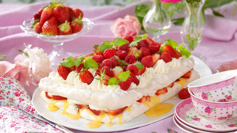 Marängtårta med jordgubbar och apelsin recept