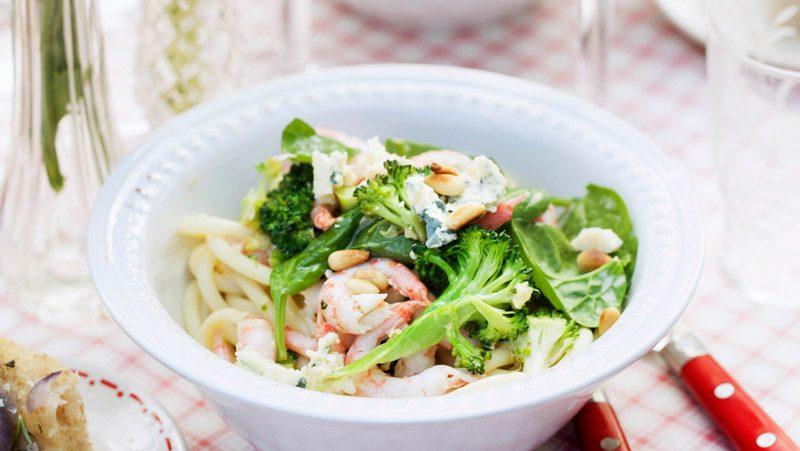 Pasta med räkor broccoli och ädelost recept