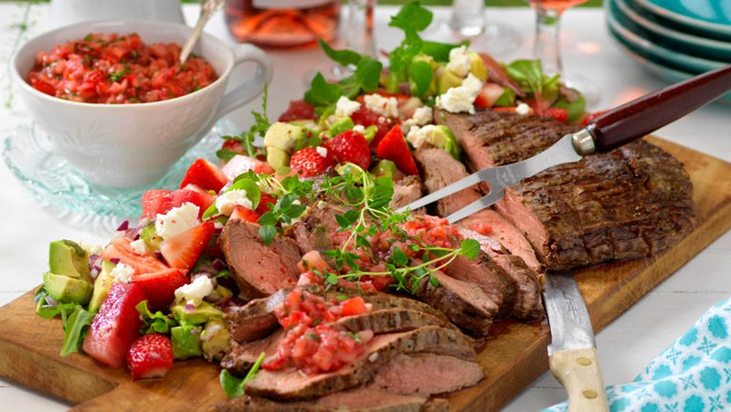 Flankstek pa salsa med jordgubbar recept