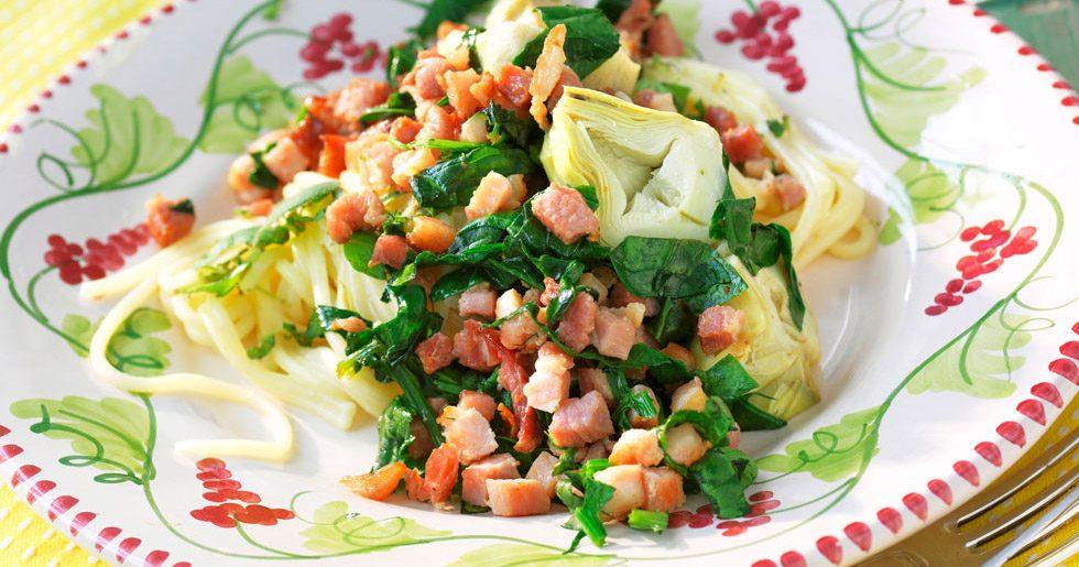 Spagetti med bacon och spenat