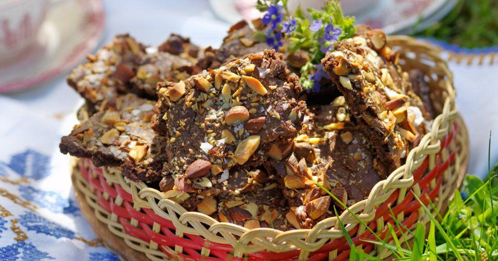 Chokladrutor med hackade nötter