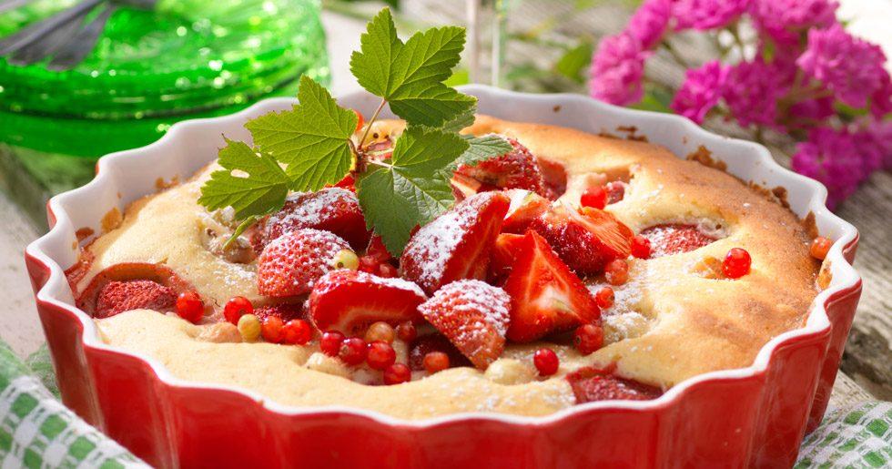 Krusbärs- och jordgubbskaka