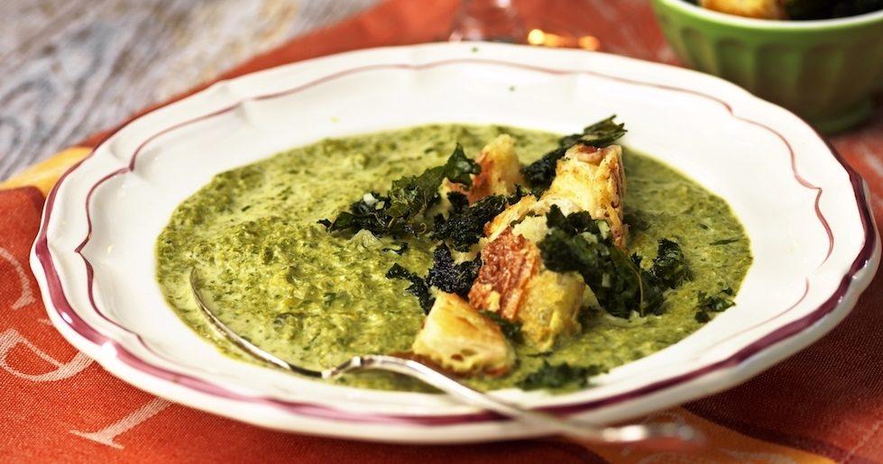 Grönkålssoppa med parmesankrutonger