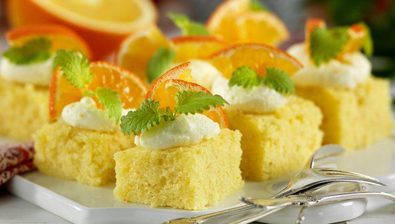 Apelsinrutor med frosting – lättbakat i långpanna
