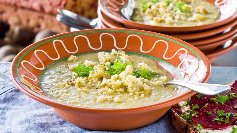 Värm dig med vår goda potatis- och purjolökssoppa