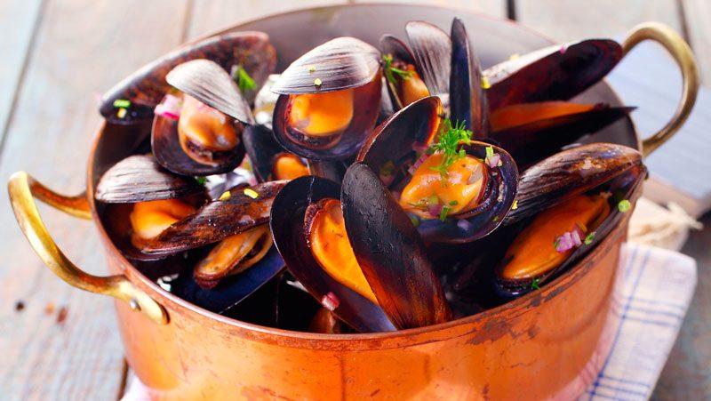 Vinkokta musslor recept