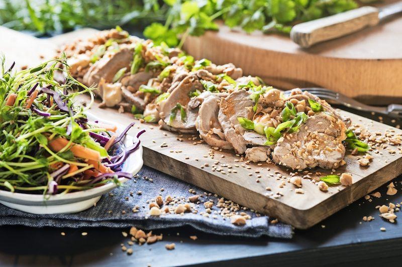 Läckert med fläskfilé och jordnötter passar lika bra till vardag som till fest.
