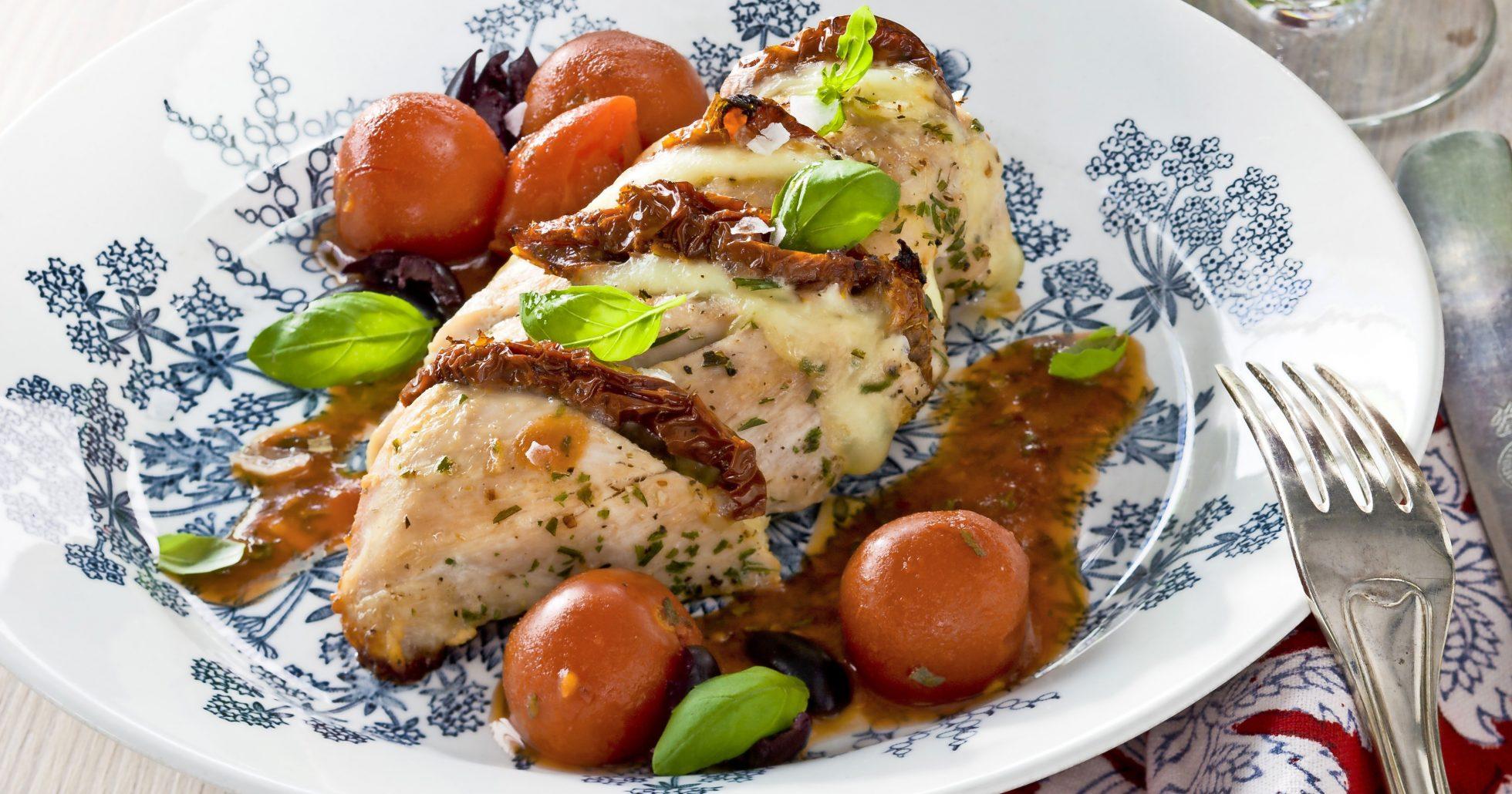 Mozzarella- och tomatgratinerad kyckling
