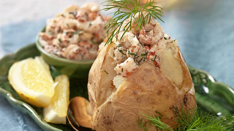 Bakad potatis med kräftröra