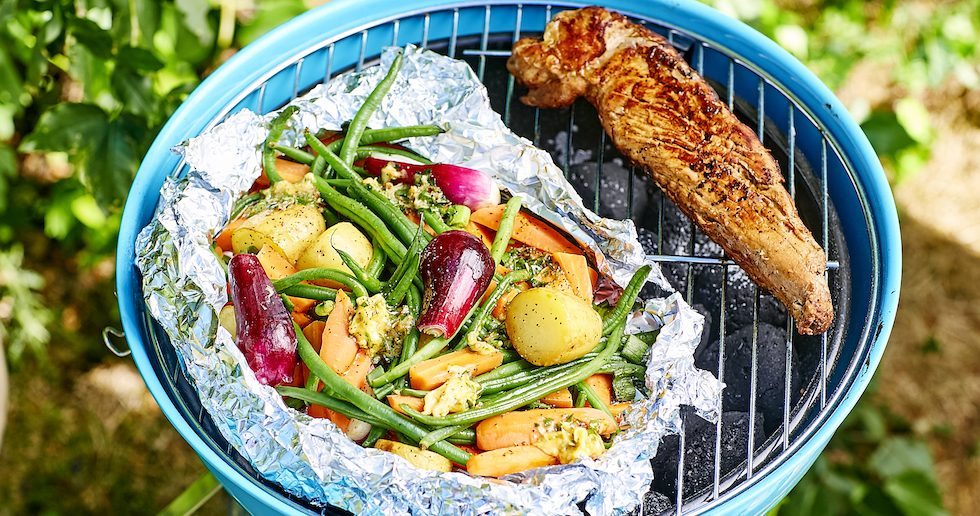 Grillad fläskfilé med potatis- och grönsakspaket